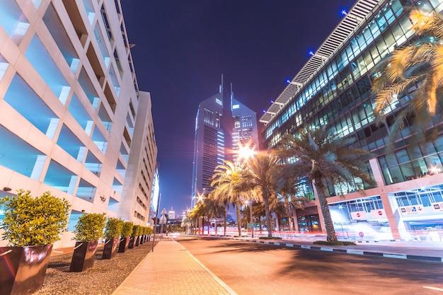 Mooie avond sfeer in het centrum van dubai Gratis Foto