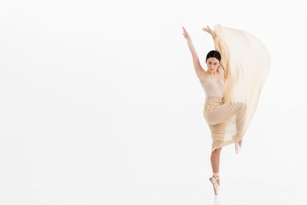 Mooie ballerina dansen met gratie Gratis Foto