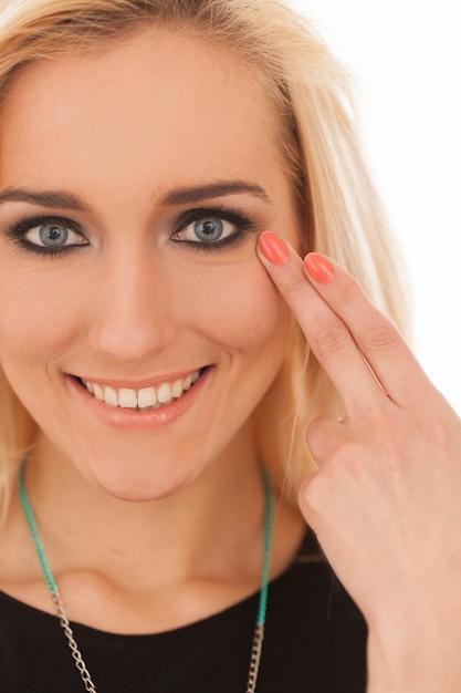 Mooie blanke vrouw met make-up Gratis Foto