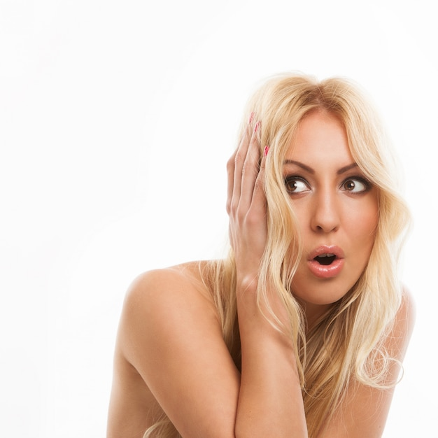 Mooie blonde vrouw bang Gratis Foto
