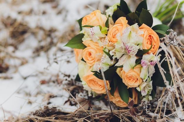 Mooie bruiloft bruid boeket. vintage getinte foto. Premium Foto