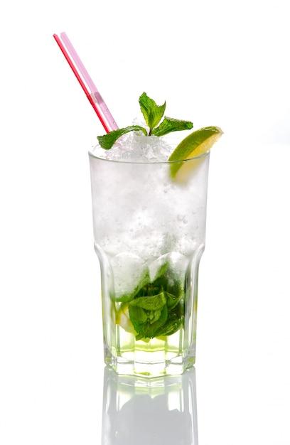 Mooie en heerlijke cocktail in een glas Premium Foto