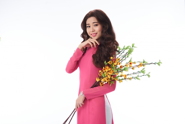 Mooie glimlachende vietnamese vrouw Gratis Foto