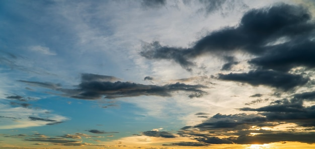 Mooie hemel met wolken achtergrond, hemel met wolken weer natuur wolk blauw, Premium Foto