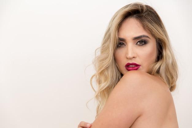 Mooie jonge sensuele vrouw Premium Foto