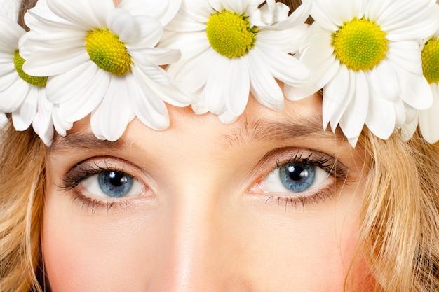 Mooie jonge vrouw Premium Foto