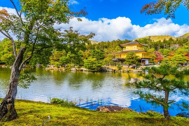 Mooie kinkakuji-tempel met gouden pavillion in kyoto japan Gratis Foto