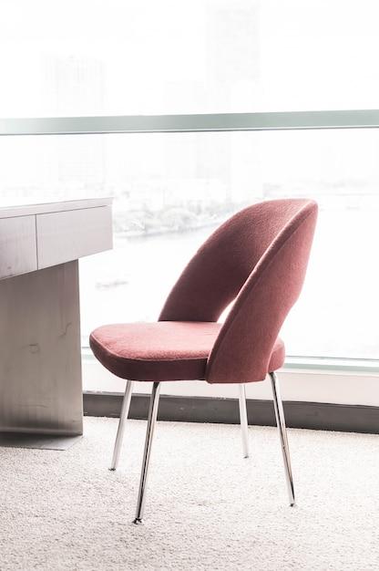 Mooie luxe stoel en tafeldecoratie in woonkamer interieur voor ...