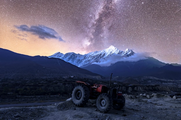 Mooie melkweg in jomsom muktinath annapurna circuit trek in nepal Premium Foto