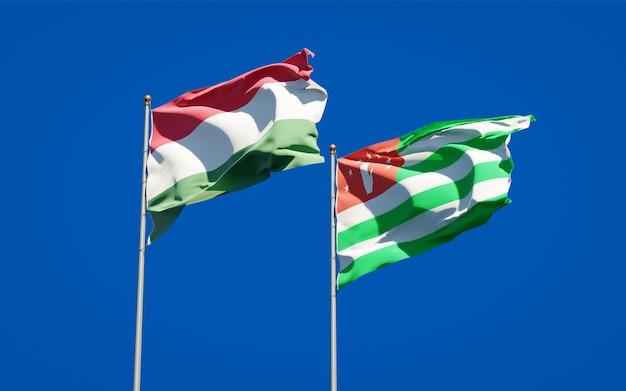 Mooie nationale vlaggen van hongarije en abchazië samen Premium Foto