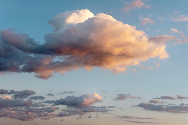 Mooie natuurlijke wolken aan de hemel Gratis Foto