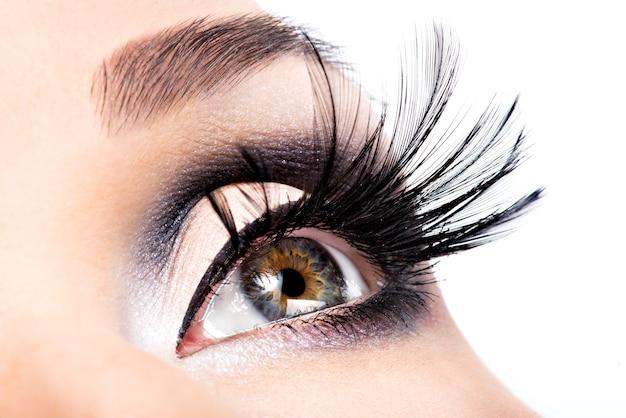 Mooie oogmake-up. welzijn, cosmetica en make-up. vakantie gezicht Gratis Foto