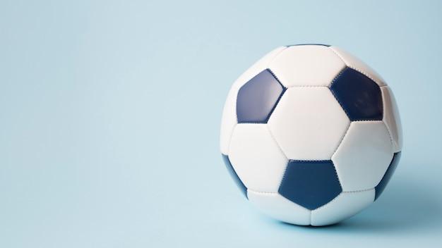 Mooie sportcompositie met voetbal Gratis Foto
