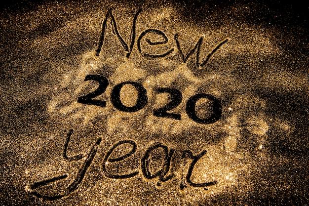 Mooie sprankelende gouden 2020 op zwarte achtergrond Premium Foto