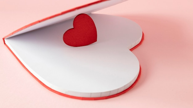 Mooie valentijnsdag concept met kopie ruimte Premium Foto