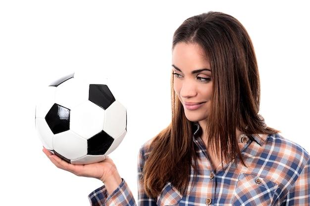 Mooie vrouw met bal op witte achtergrond Gratis Foto
