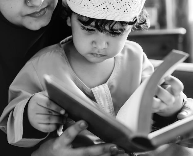 Moslims die lezen van de koran Gratis Foto