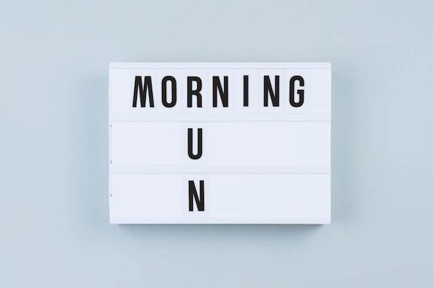 Motivatie tekst op lichtbak ochtend run Premium Foto