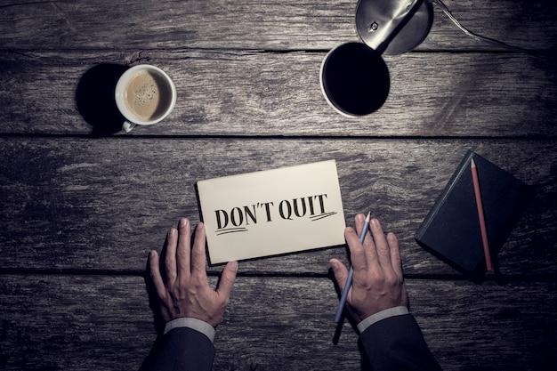 Motiverende bedrijfsconcept - stop niet met het onderstreepte woord do it. Premium Foto