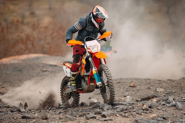 Motorcross race snelheid en kracht in extreme man sport, sport actie concept Premium Foto