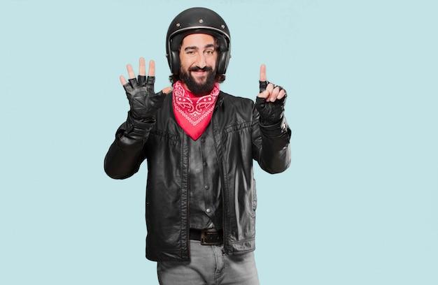 Motorrijder aftellen met zijn vingers Premium Foto