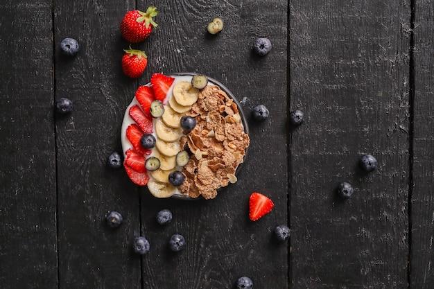 Muesli. heerlijk ontbijt op tafel Gratis Foto