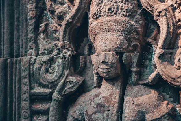 Muur in angkor wat - hindoese tempelcomplex in kambodja Premium Foto