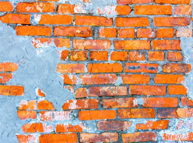 Muur van het huis, de rode bakstenen muur van een verlaten huis. achtergrond Premium Foto