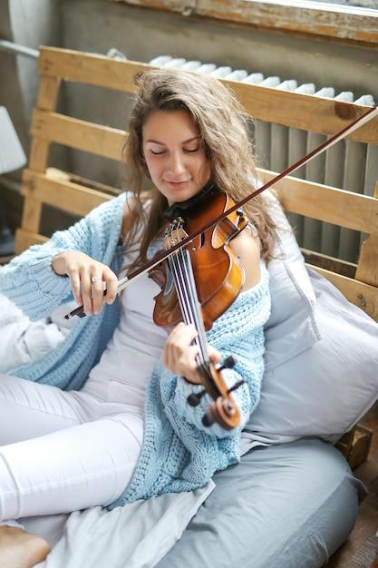 Muzikant in bed Gratis Foto