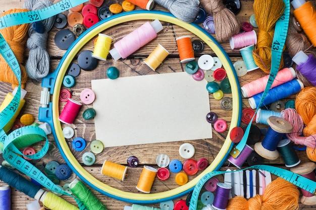Naaihulpmiddel voor handwerk, gekleurde draden centimeter Premium Foto