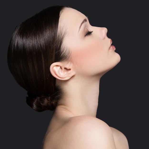 Naakt vrouwenportret voor huidverzorgingconcept Gratis Foto
