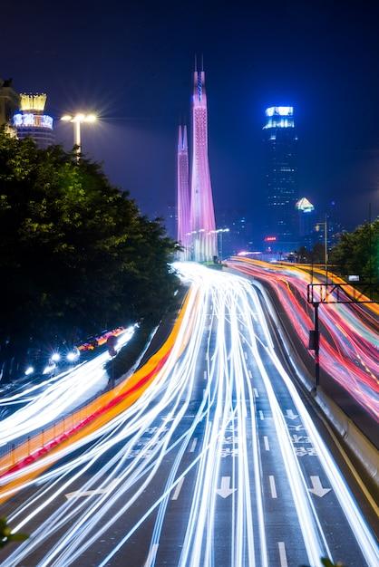 Nacht lichten van de moderne stad Gratis Foto