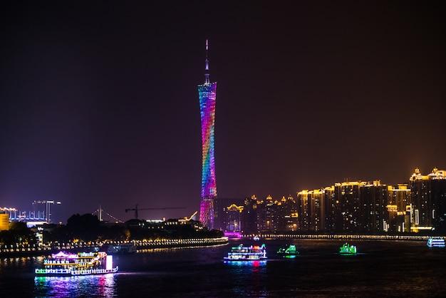 Nacht oog van de tv-toren in guangzhou Gratis Foto