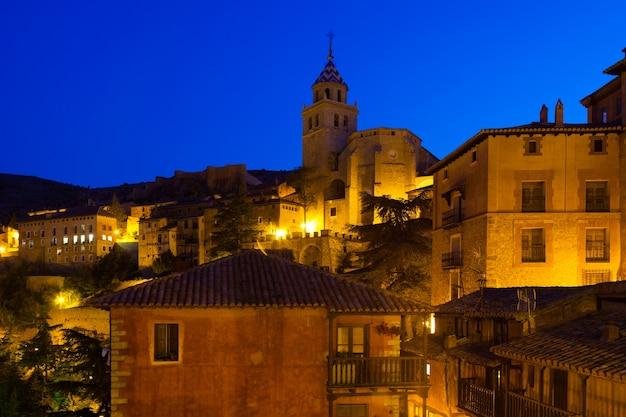 Nacht uitzicht op pittoreske huizen in albarracin Gratis Foto
