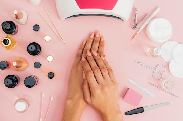 Nagelhygiëne en -verzorging en nagellak Gratis Foto