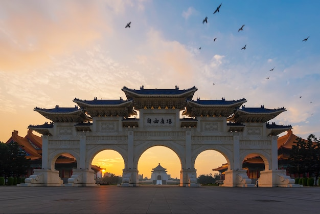 Nationale chiang kai-shek memorial hall onder avondrood in de avond in taipei, taiwan. Premium Foto