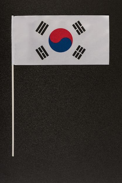 Nationale vlag van zuid-korea op zwarte achtergrond Premium Foto