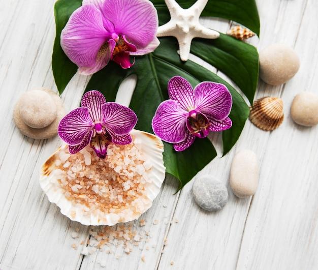Natural spa-ingrediënten met orchideebloemen Premium Foto