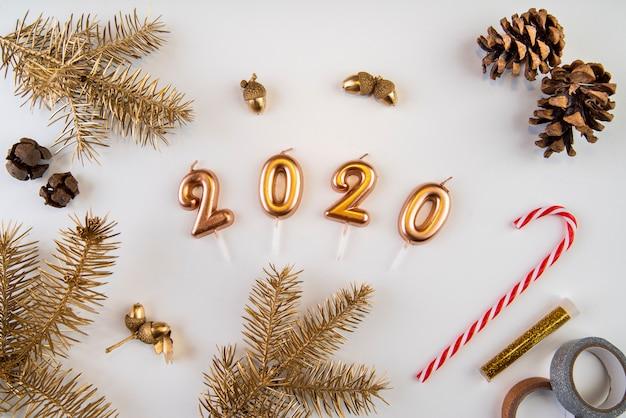 Natuurlijk gedroogd decor en 2020 nieuwe jaarcijfers Gratis Foto