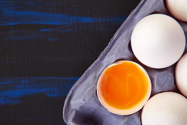 Natuurlijke biologische kippeneieren Premium Foto