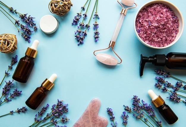 Natuurlijke organische spa-cosmetica met lavendel. Premium Foto