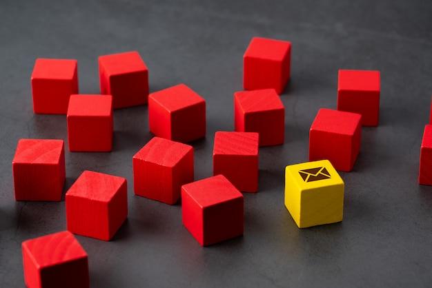 Neem contact met ons op pictogram op kleurrijke puzzel Premium Foto