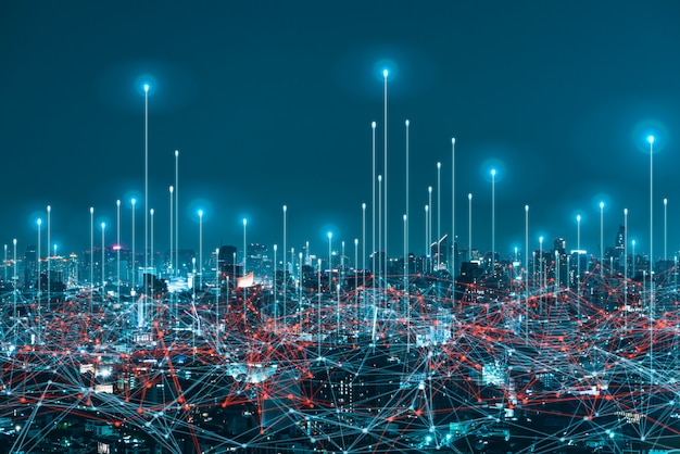 Netwerk digitaal hologram en internet van dingen op stadsachtergrond. 5g draadloze netwerksystemen. Premium Foto