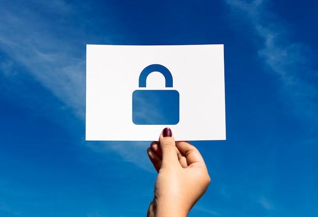 Netwerkbeveiligingssysteem geperforeerd papieren hangslot Gratis Foto