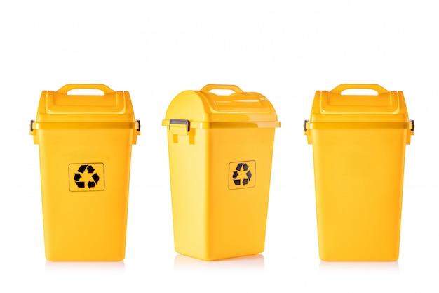 Nieuw geel plastic afval met zwart recycle-logo Premium Foto