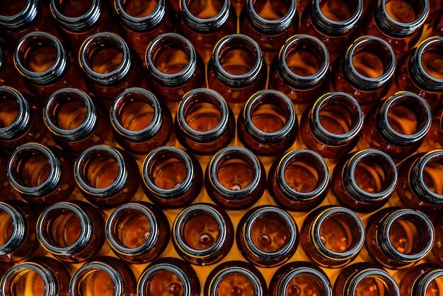 Nieuwe containers voor lege medicijnen Premium Foto