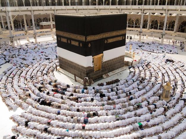 Nieuwe foto's van kaaba in mekka na restauratie Premium Foto