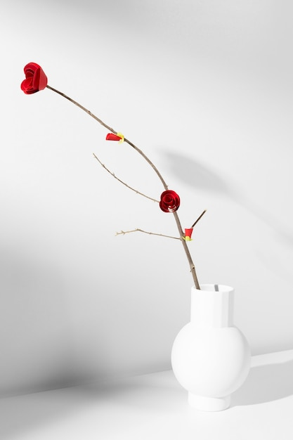 Nieuwjaar chinees 2021 rode bloem in een vaas Gratis Foto