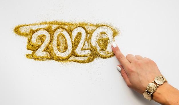 Nieuwjaarscijfers 2020 geschreven in glitter Gratis Foto