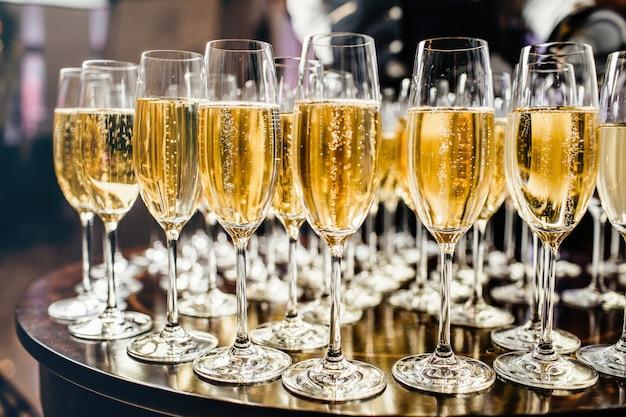 Nieuwjaarsviering met champagne. Premium Foto